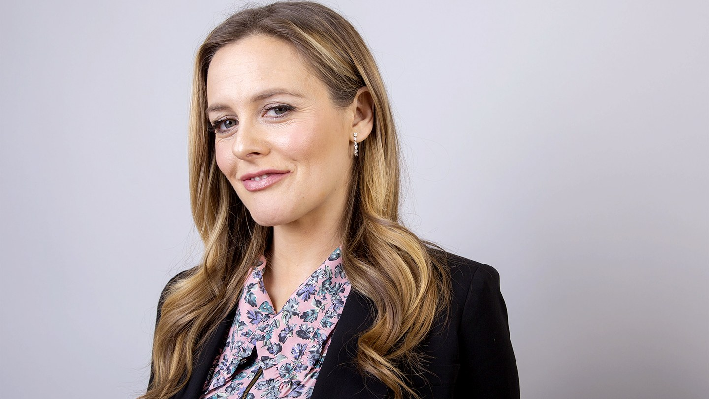 Alicia Silverstone Julie Interview
